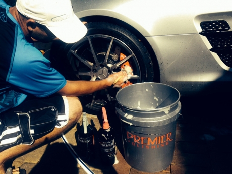 car-cleaning-car-washing-leather-conditioning-restoration-oxidation-removal-wet-sanding-machine-polishing-07